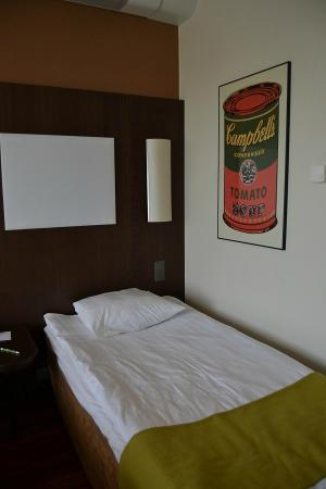 Holiday Inn Helsinki West-Ruoholahti : Basic bed in twin room