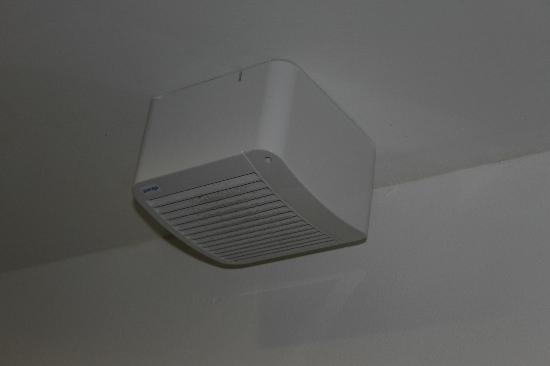 Abbazia degli Svevi: Air vent - if it's on, no way to sleep