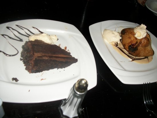 Ramblers Rest Bar and Restaurant: chocolate cake and apple dumpling w/ vanilla ice cream...we almost licked the plates!