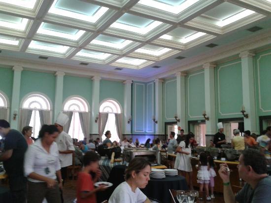 Taua Grande Hotel e Termas de Araxa: Beautiful salon. Bad food, terrible noise, inefficient waiters.