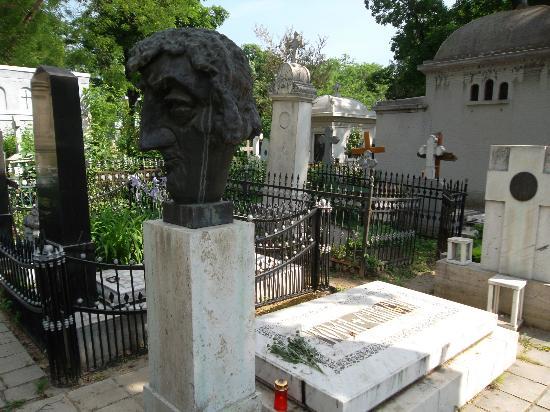 Bellu Cemetery: Toma Caragiu's Grave
