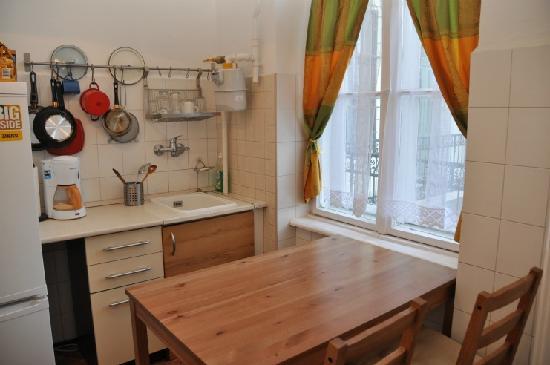 Pesto Hostel: kitchen