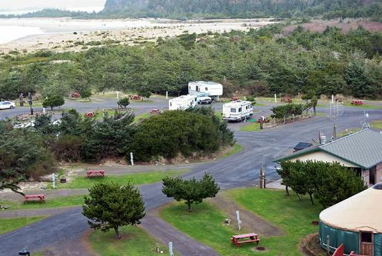 Oceanside Beachfront RV Resort: Neat, clean open park