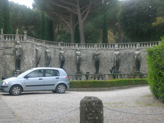 Villa Lante: dall'esterno