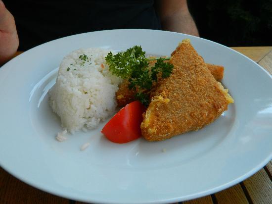 Vigado Sorozo Etterem : Camembert fritto con riso e salsa tartara
