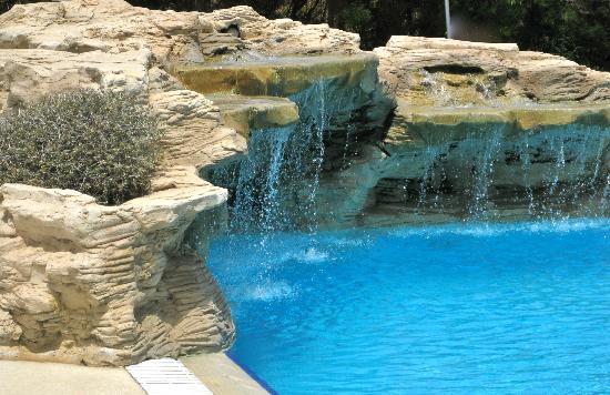 Venus Beach Hotel: cascade in pool