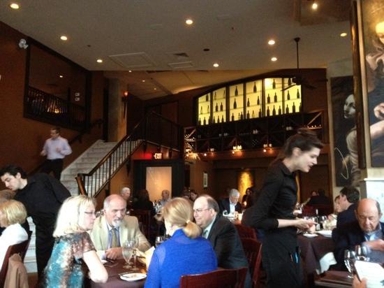 Lucca Back Bay: restaurant inside