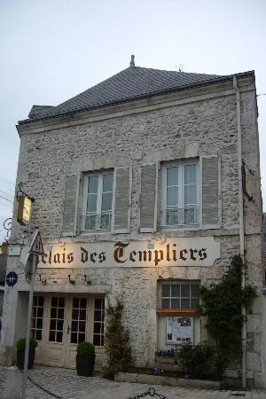 Le Relais des Templiers : la facciata dell'albergo