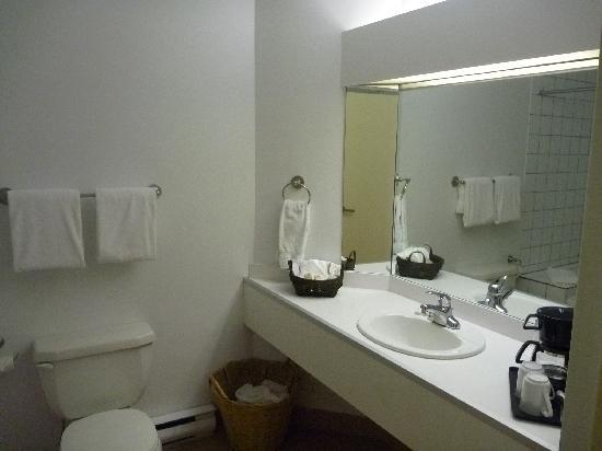 Hotel l'Eau a la Bouche: Bathroom