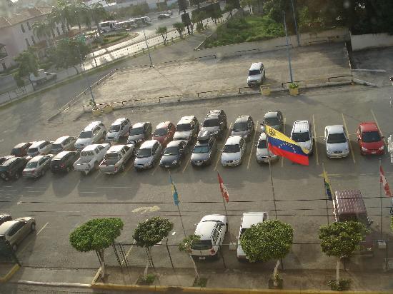 هوتل بويرتا ديل سول بورلامار: estacionamiento