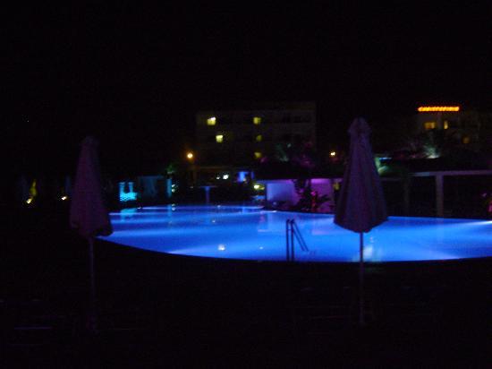 Christofinia Hotel: Piscine de nuit