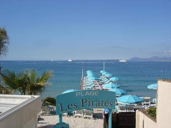 plage les pirates picture of plage les pirates juan les pins tripadvisor. Black Bedroom Furniture Sets. Home Design Ideas