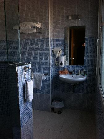 Hotel Margarit: Bathroom