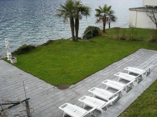 Wellness Hotel Graziella : Die Liegewiese am See