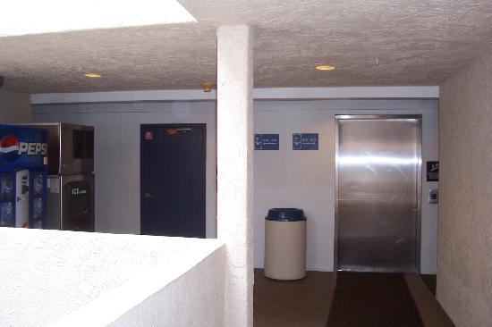 Southern California Beach Club: elevators & ice machines/soda/candy machines