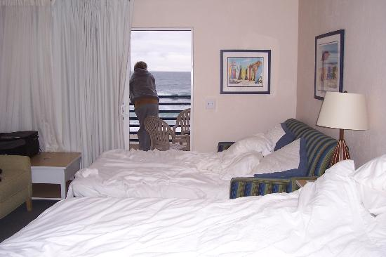 Southern California Beach Club: hubbie on balcony