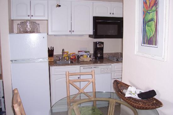 Southern California Beach Club: studio kitchen fully stocked