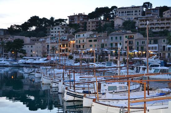 Aimia Hotel: Hafen mit Restaurants