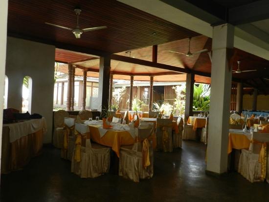 Sri Gemunu: Restaurant
