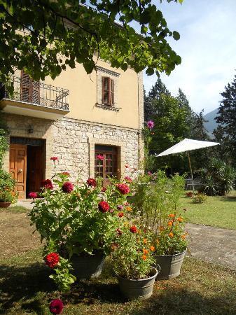 Rivotorto, Italia: La Giara e il suo giardino in estate