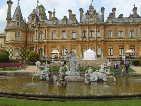 Waddesdon, UK: The house and fountain