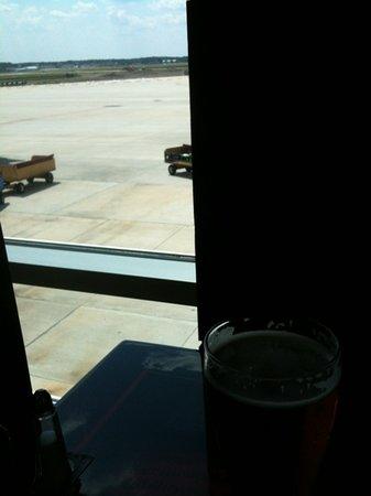 Budweiser Racing Track Bar & Grill: I can keep an eye on the tarmac