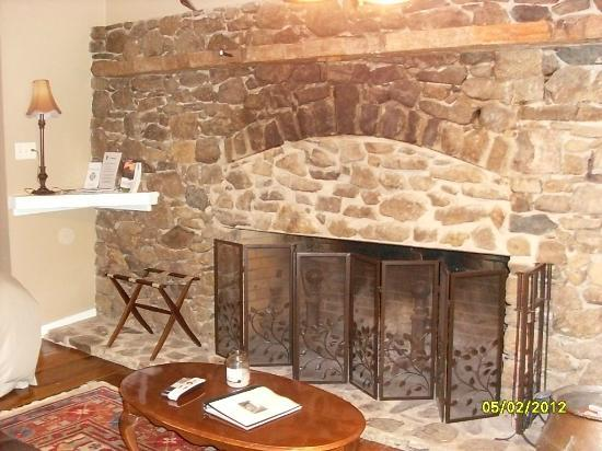 The Blackthorne Inn and Restaurant: Wood Burning Fireplace in the Kerry Room