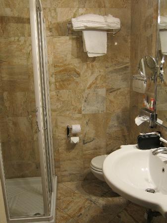 Adler Cavalieri: Washroom