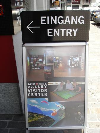 Swiss Knife Valley Visitor Center: Infoschild am Eingang des Centers