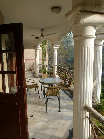 Sham Nath Villa: The veranda