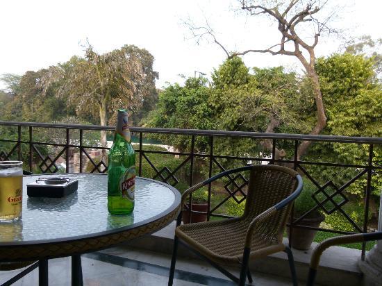Sham Nath Villa: Enjoying a cool beer