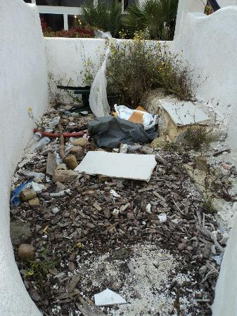 Delfino Beach Hotel: More rubbish