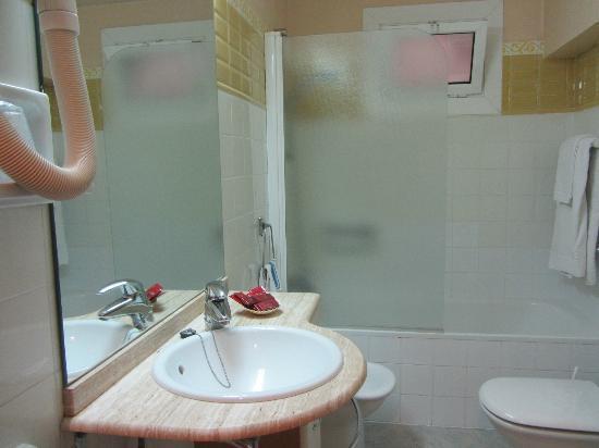Hotel Trave : baño