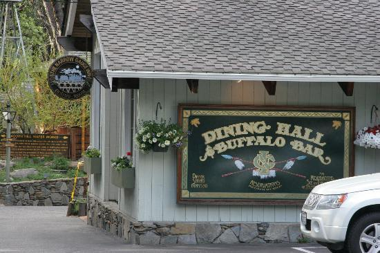 Hall & Buffalo Bar: Narrow Gauge Inn Restaurant