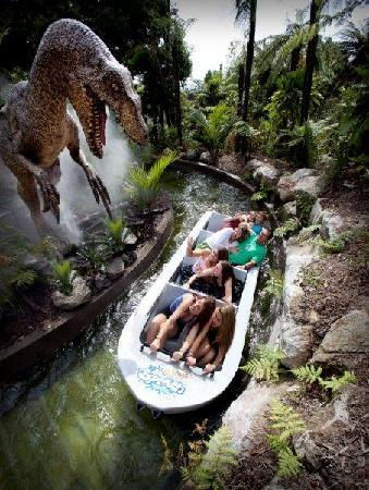 Rainbow Springs Nature Park: Scary Dinosaur at The Big Splash, Rainbow Springs, Rotorua