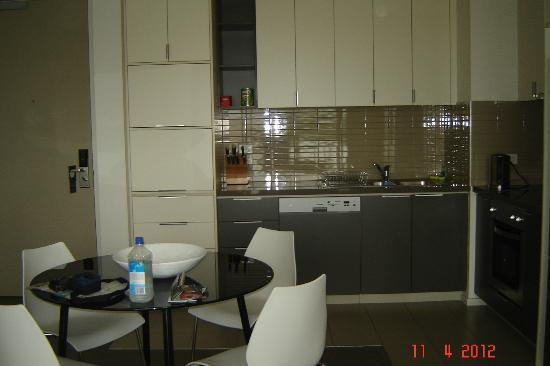 Caroline Serviced Apartments Brighton: Kitchen