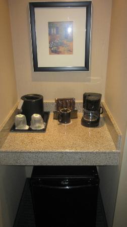Courtyard Chapel Hill: Coffee and mini-frig