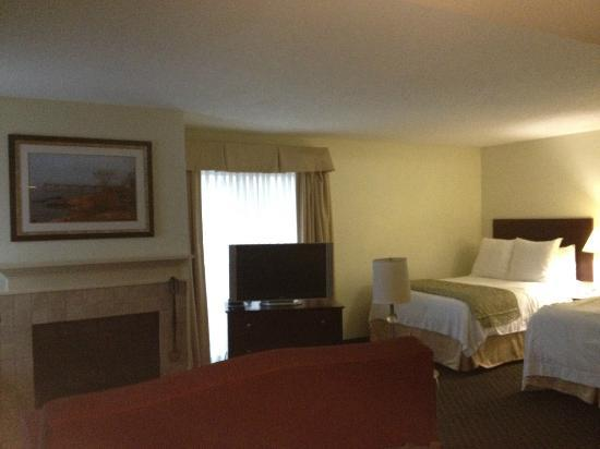 New Haven Village Suites: Room