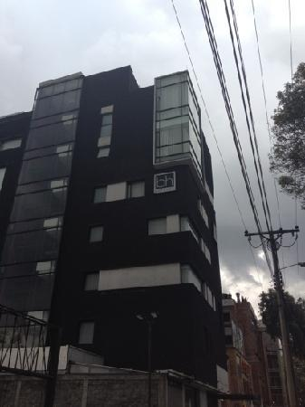 Hotel BH Parque 93: from outside. it is very central to park 93.