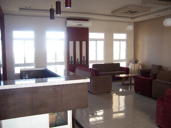 Alexander Hotel: bright, sunny, comfortable lobby