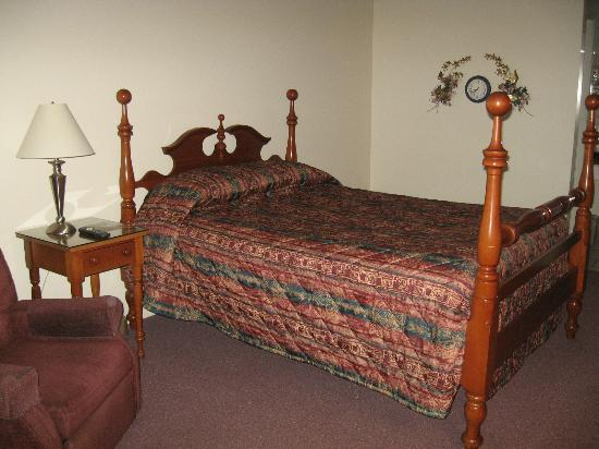 Lakeview Motel: queen bed