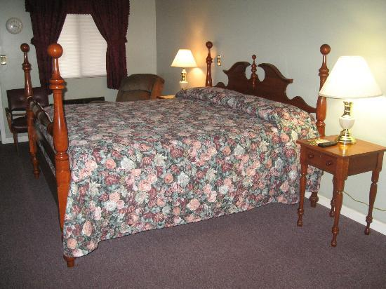 Lakeview Motel: king bed