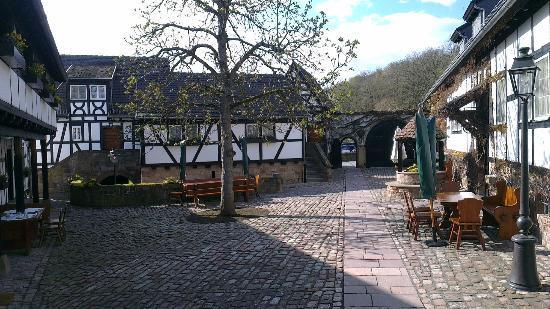 Romantik Hotel Neumuehle: Court inside the hotel grounds