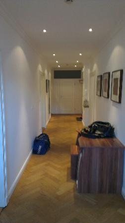Alte Postvilla : Wide and modern hallway