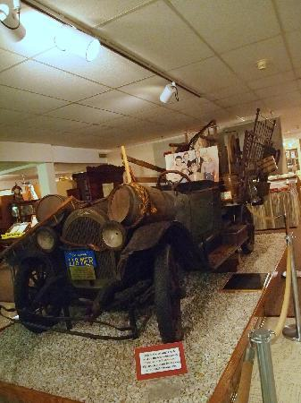 Ralph Foster Museum: The Beverly Hillbilly's truck
