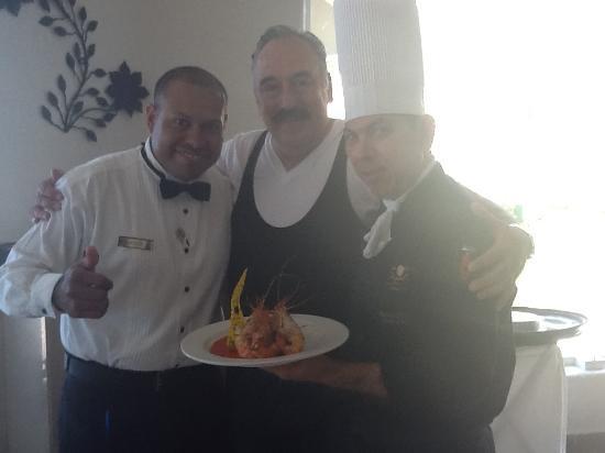 Gran Caribe Resort: EXCELENTE MESERO HECTOR Y LA AMABILIDAD CALIDEZ Y BUEN GUSTO DEL CHEF RAMIRO