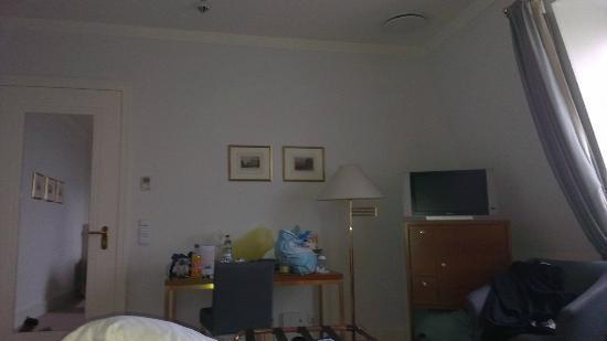 Steigenberger Grandhotel Petersberg: Bedroom as seen from the bed