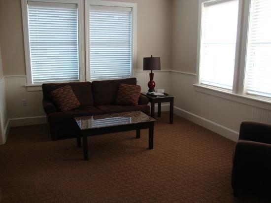 Eldridge Hotel: Grand Corner King sitting room