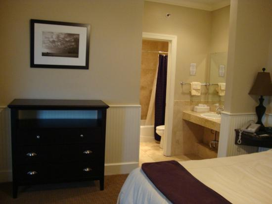 Eldridge Hotel: Grand Corner King vanity, bathroom and dresser
