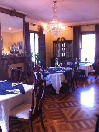 Bayberry Inn of Newport: Formal Dining area